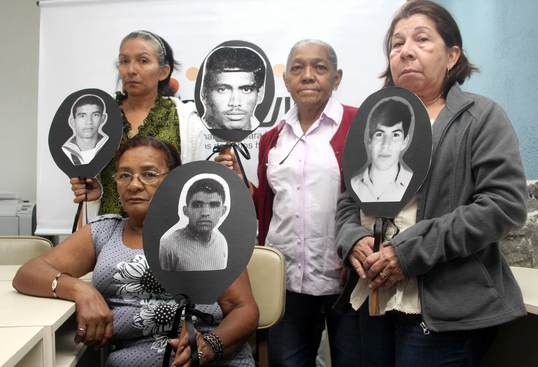 Algunos de los familiares de las victimas que integran la organizacion no gubernamental Cofavic en el 24 aniversario del Caracazo , insisten en que no an obtenido repuestas de sus familiares asesinados y desaparecidos . Caracas, 25-02-2013(WILLIAM DUMONT / EL NACIONAL)
